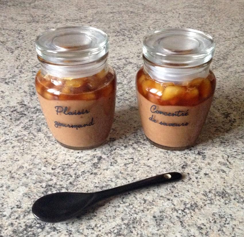 Recette de Panna cotta aux Daims, poires et caramel au beurre salé
