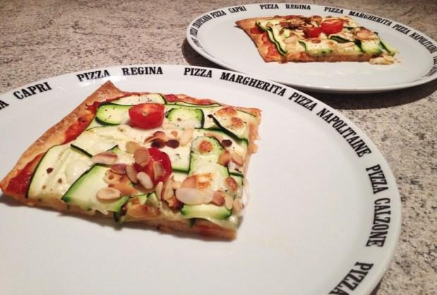 pizza courgettes mozzarella amandes 2 - Dossier : Pizza party !