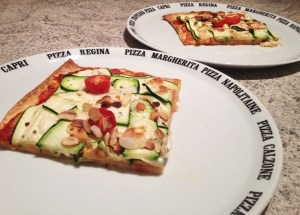 Recette de Pizza courgettes, amandes, mozzarella
