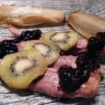 aiguillettes canard kiwi 1 - Aiguillettes de canard gras et confit balsamique au kiwi