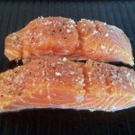 pave saumon creme ciboulette prepa 1 - Pavé de saumon grillé à la crème de ciboulette
