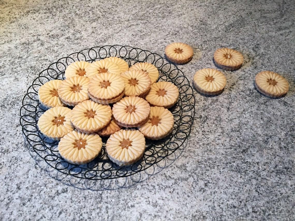 sables confiture lait 1 - Petits sablés fourrés ou pas (recette Companion)