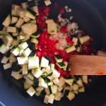 omelette courgette poivron prepa 1 - Omelette courgette, oignon, poivron