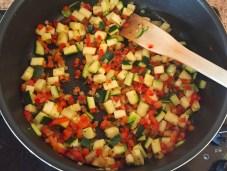 omelette courgette poivron prepa 3 - omelette-courgette-poivron-prepa-3