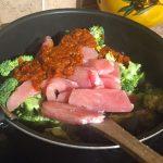 IMG 1299 - Poêlée de brocolis, poulet, tomates, oignon rouge