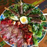IMG 4086 - Yakitori boeuf fromage, salade tomate oeuf et carpaccio