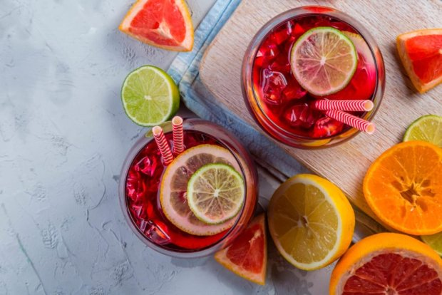 04 Summer Foods and One Favorite Activity that Can Stain Your Teeth shutterstock 591145844 1024x683 - Sangria