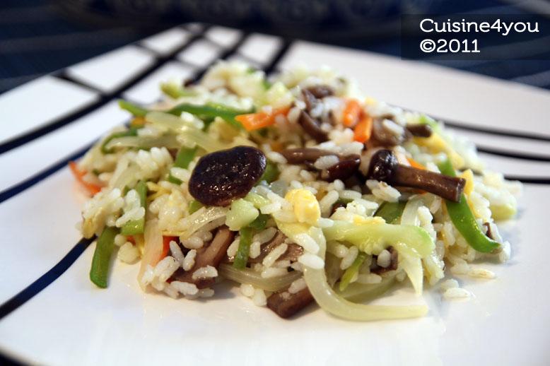 Arroz salteado con setas y verduras