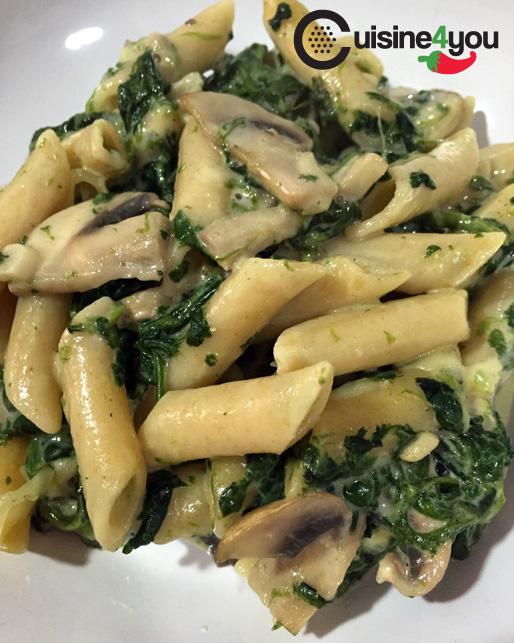 Pasta integral gratinada con espinacas y champiñones