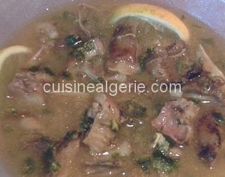 Chorba bouzelouf (consomme de tête de mouton)