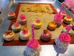 cake pops macaroons.w