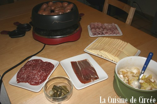 comment faire une raclette la cuisine de circ e. Black Bedroom Furniture Sets. Home Design Ideas