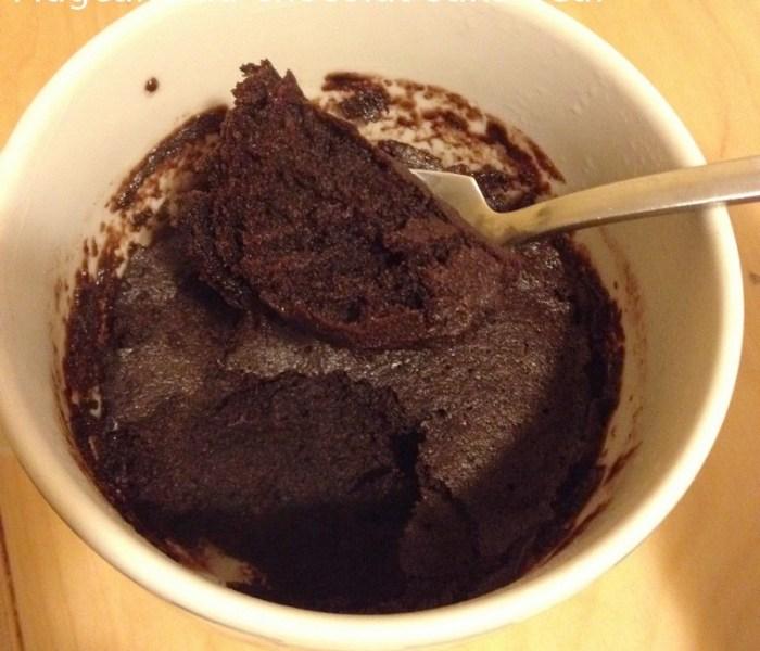 Envie d'une douceur rapide ? Vite un mug cake au chocolat sans oeuf !