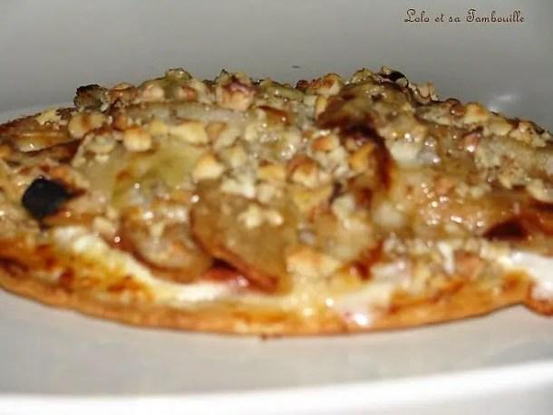 Tarte fine au chèvre, poires, gorgonzola & éclats de noix