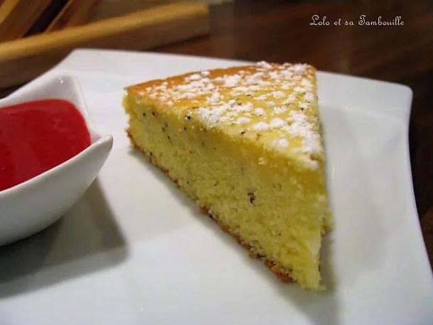 Gâteau aérien au citron & pavot, coulis de framboises