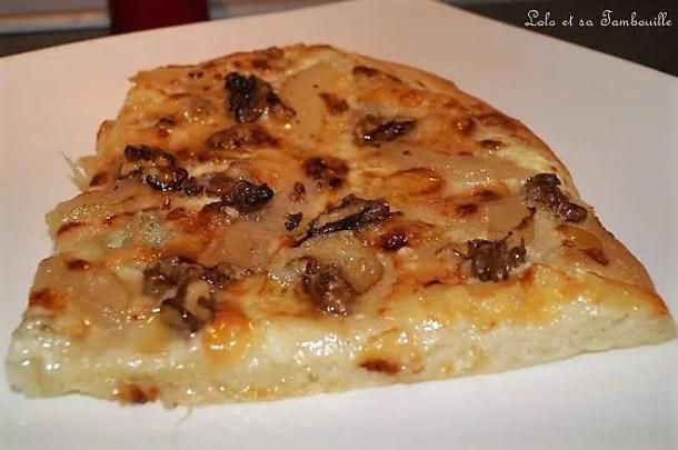 Pizza au gorgonzola, poire & noix