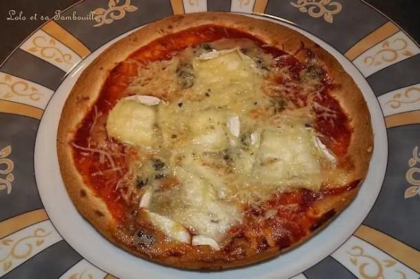 Pizza-tortilla aux trois fromages