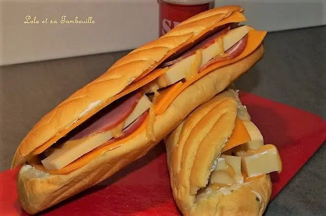 Viennois au bacon, emmental & moutarde French's