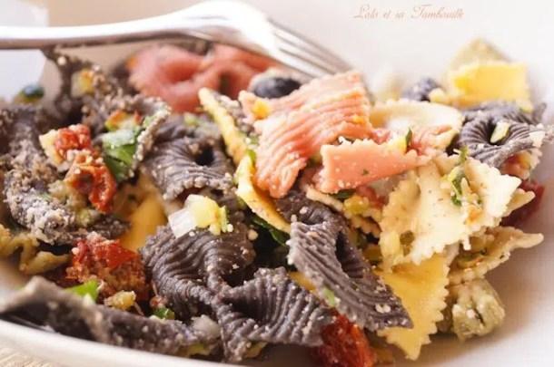 Salade de pâtes à l'italienne {tomates séchées, courgette, olives noires & parmesan}