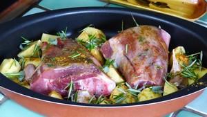 Souris d'agneau et pommes de terre au four (2)