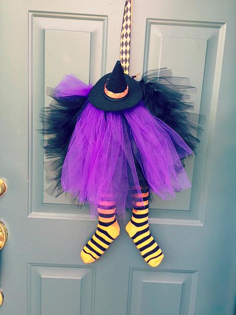 DIY Easy Halloween Front Porch Decor 10