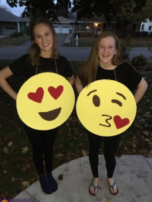 diy-emoji-costume