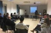 Veinte jóvenes de Cúllar Vega aprenden lengua de signos gracias a un curso municipal