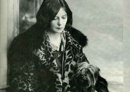 Vivienne Eliot, deadbeat housewife