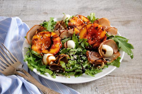 Salade de nectarines et mozzarella