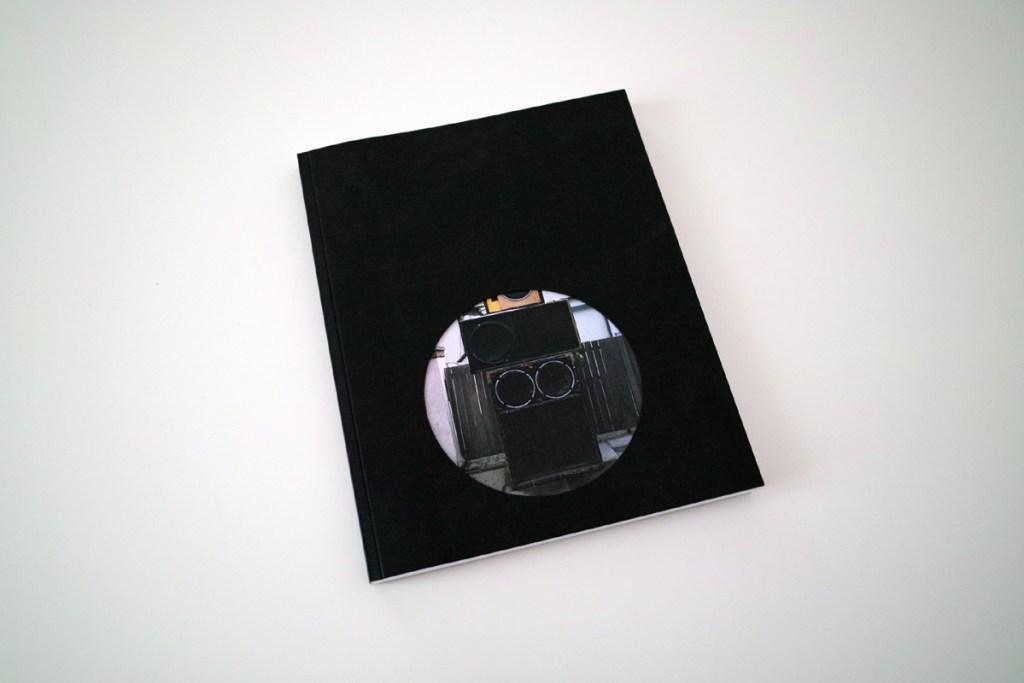 SOUND CLASH 104 pagine, formato 20×25, copertina fustellata su Fedrigoni 400 grammi, interno su Fedrigoni 190 grammi, brossura fresata, stampa digitale a 4 colori. Edizione di 100 copie.