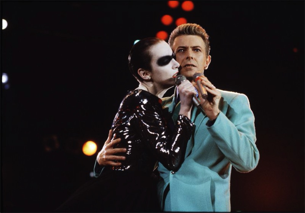 Annie Lennox and David Bowie performing at the Freddie Mercury tribute at Wembley stadium, 1992 (©Michael Putland)