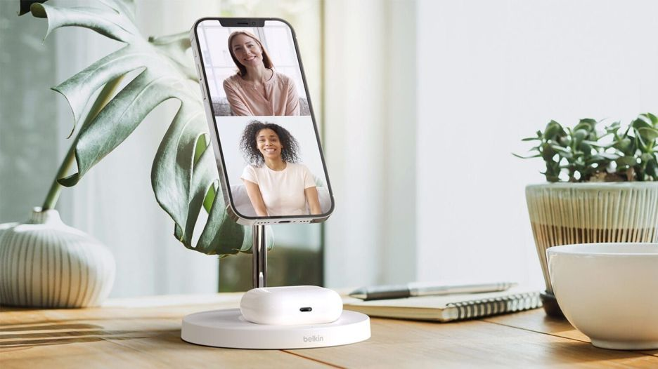Belkin BoostCharge Pro 2-in-1 Wireless Charger Stand with MagSafe is a lot of name.
