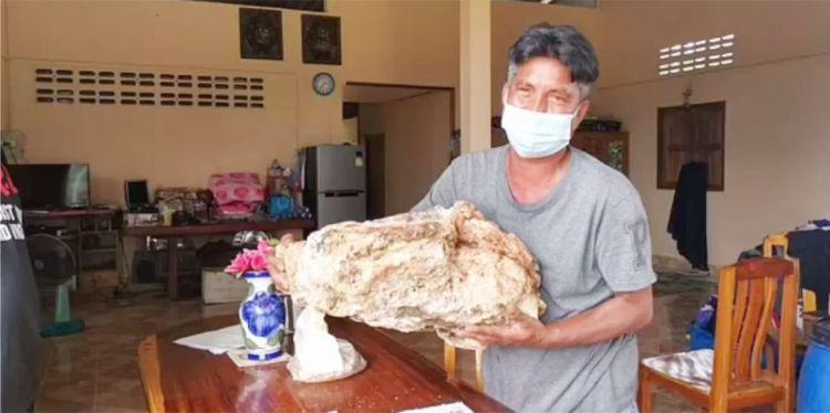 Pescador e o vômito de R$ 7 milhões - Foto: Reprodução