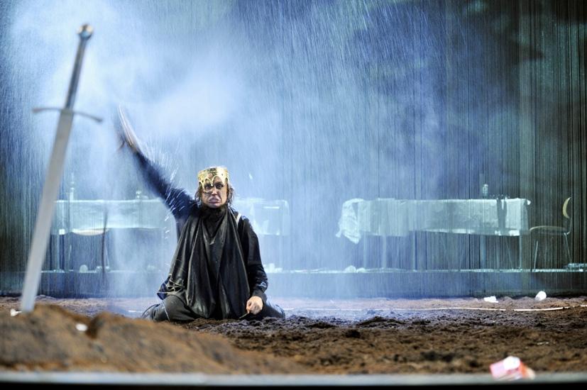 La banalización de la tragedia. Sobre Thomas Ostermeier y su desastroso pero increíblemente exitoso Hamlet en la Schaubühne de Berlín.
