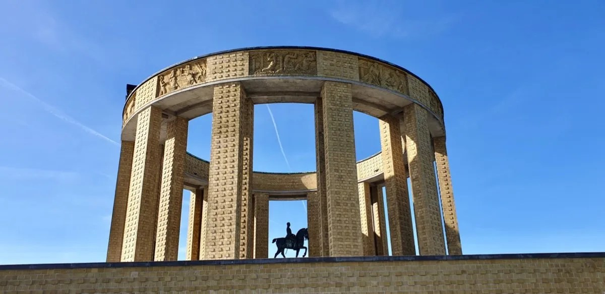 Art Deco rotunda with horse statue