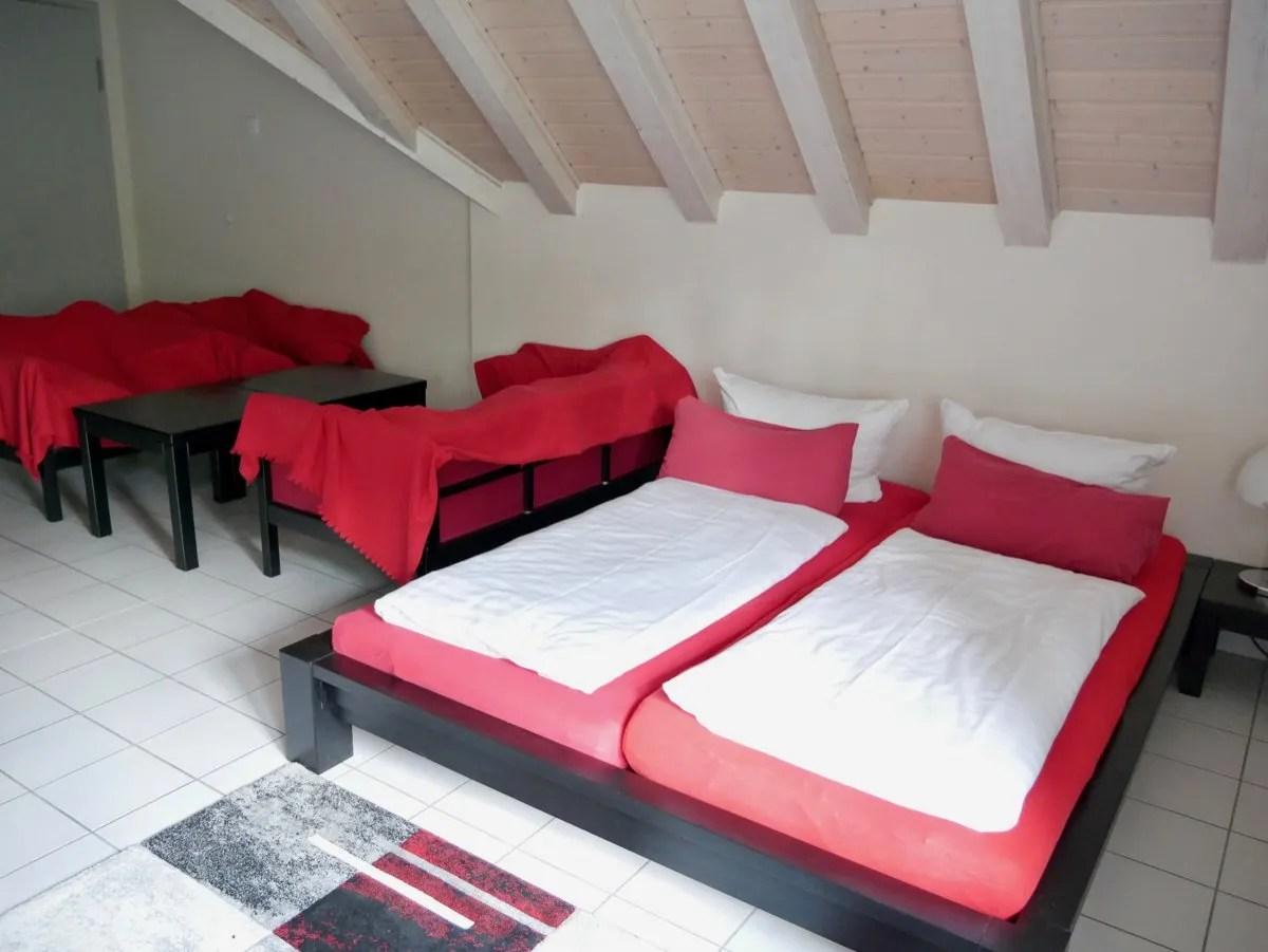 Red beds hotel room weimar