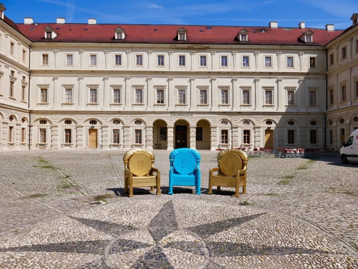 Three thrones in courtyard Baroque courtyard