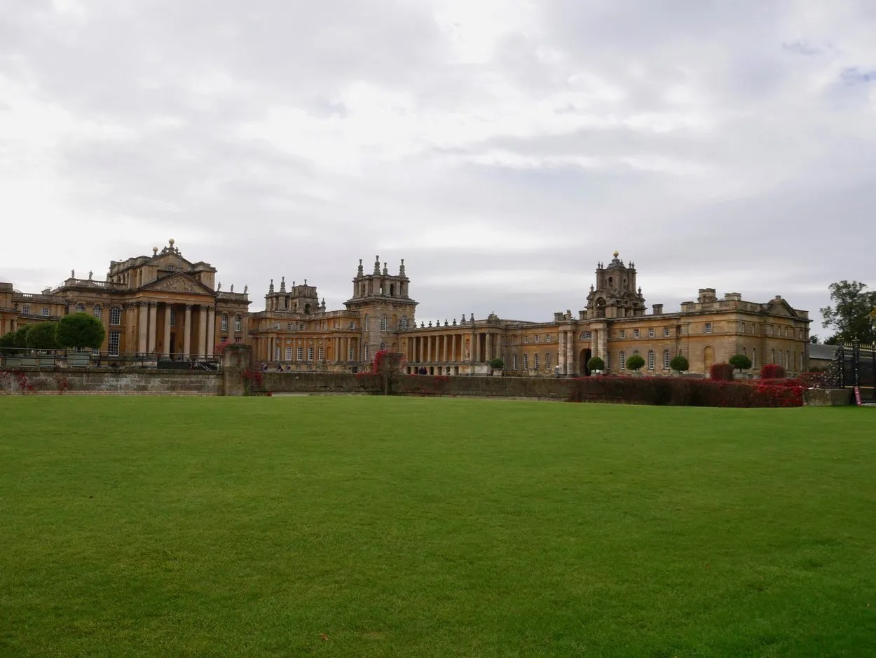 Wide shot front of Blenheim Palace