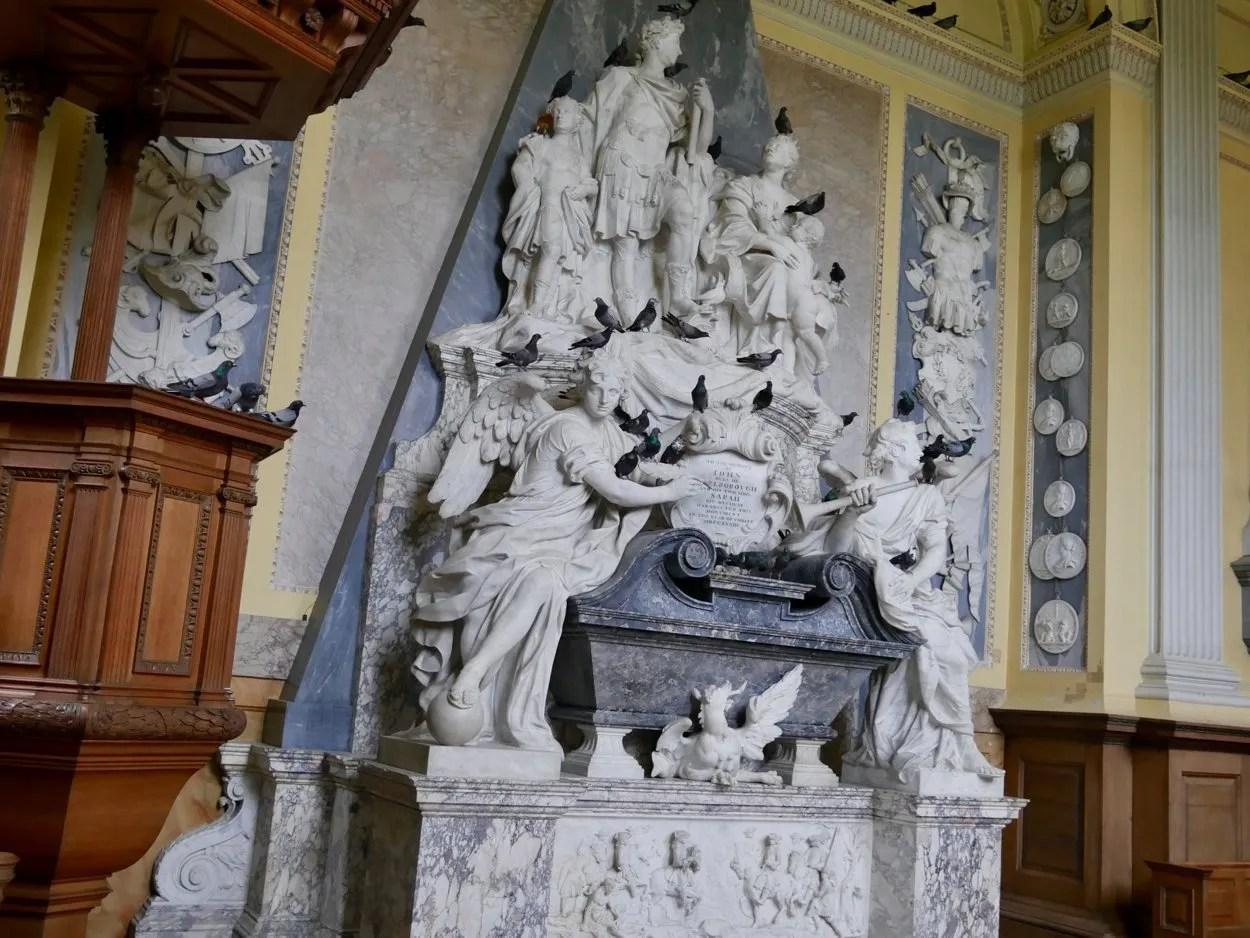 Duke of Marlborough memorial with pigeons Mauritizio Cattelan