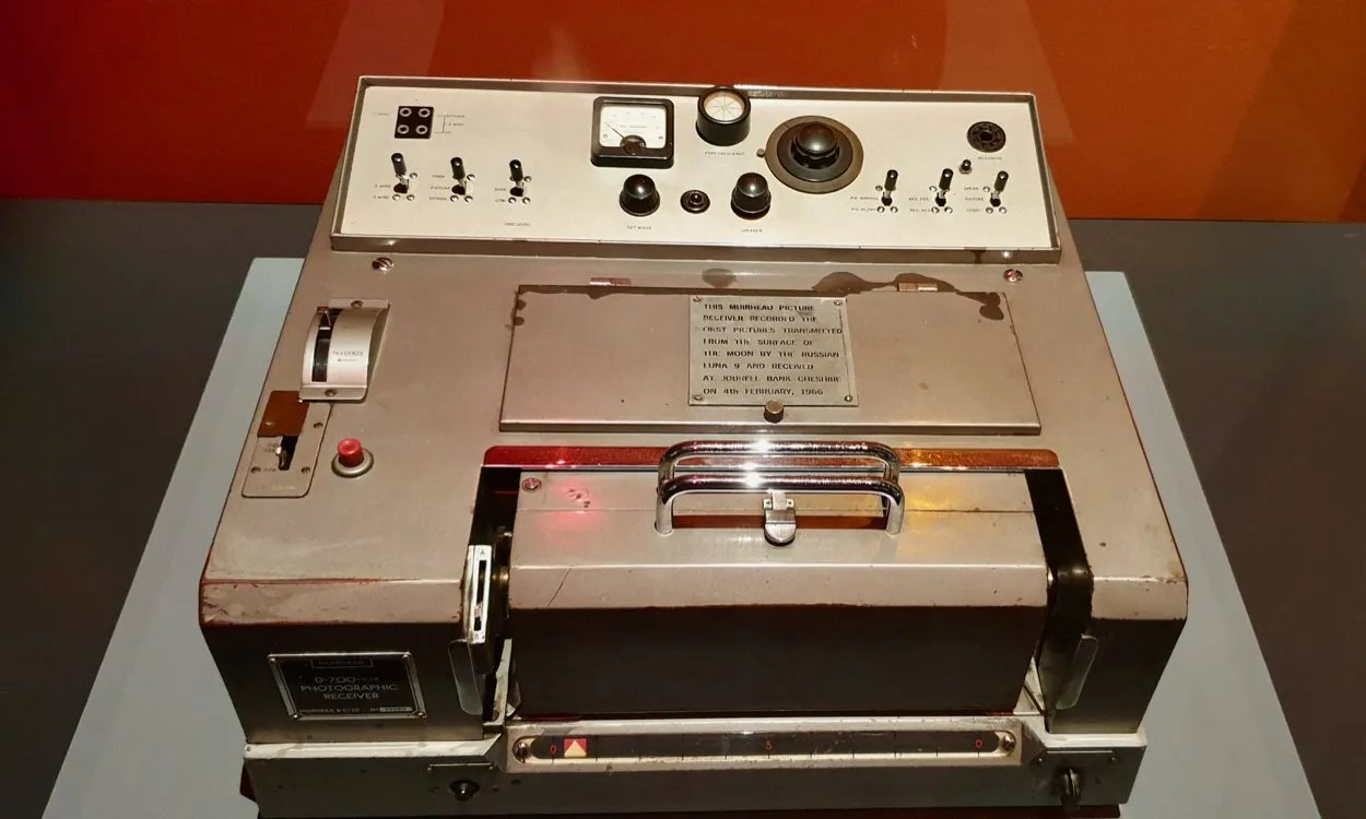 very early fax machine used to intercept the first Soviet pictures of the moon