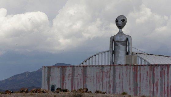Resultado de imagen de La familia que vive al lado del Área 51 rompe el silencio tras 60 años