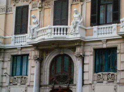 Dettaglio della balconata di Palazzo Atti