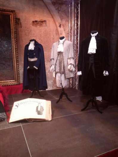 """Costumi indossati dal cantante per le opere: (il primo a sin)""""Werther"""", il secondo per """"Manon"""", """" Mignon"""", """" Il barbiere di Siviglia"""", il terzo per """" Manon"""", """"Mignon""""."""