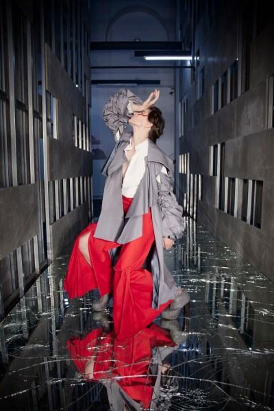 Aas Kaa le chiusure sono confini, Jasmine Accardi, Pavimento di specchi di Alfredo Pirri, Photo by Claudia de Nicolò