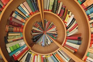 Estante de livros circular