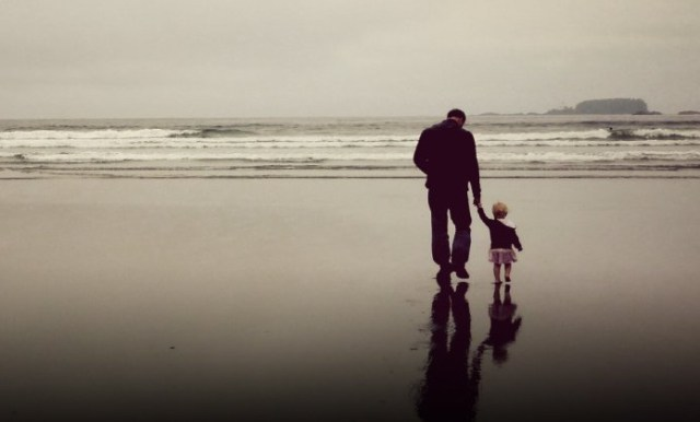 father-daughter-sea-beach