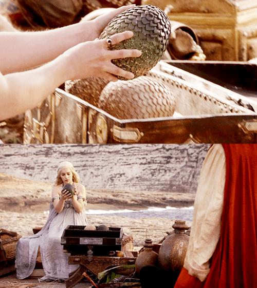 Daenerys e le uovda di drago