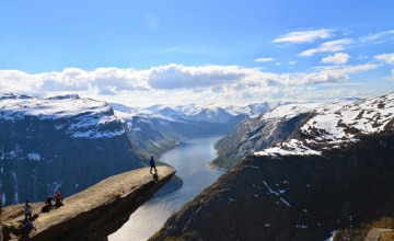 NORWAY: Trolltunga หน้าผาที่หวาดเสียวที่สุดของ Fjord Norway