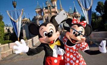 "Disneyland แบน ""ไม้เซลฟี่"" แล้วในอเมริกา ปารีส และ ฮ่องกง"