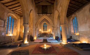 """""""นอนวัดที่อังกฤษ"""" ท่องเที่ยวแนวใหม่กับการตั้งแคมป์ในโบสถ์ที่เรียกว่า champing"""